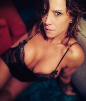 Fanni adult dating in Gibsonton